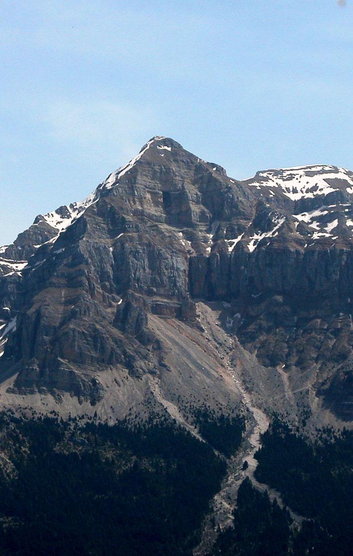 Η κορυφή της Στρογγούλας